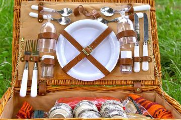 Romantic Picnic Lunch Basket | The Welsh Hills Inn