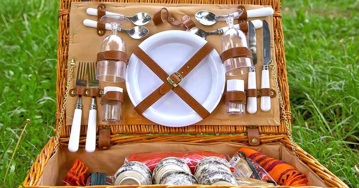 Romantic Picnic Lunch Basket | The Welsh Hills Inn